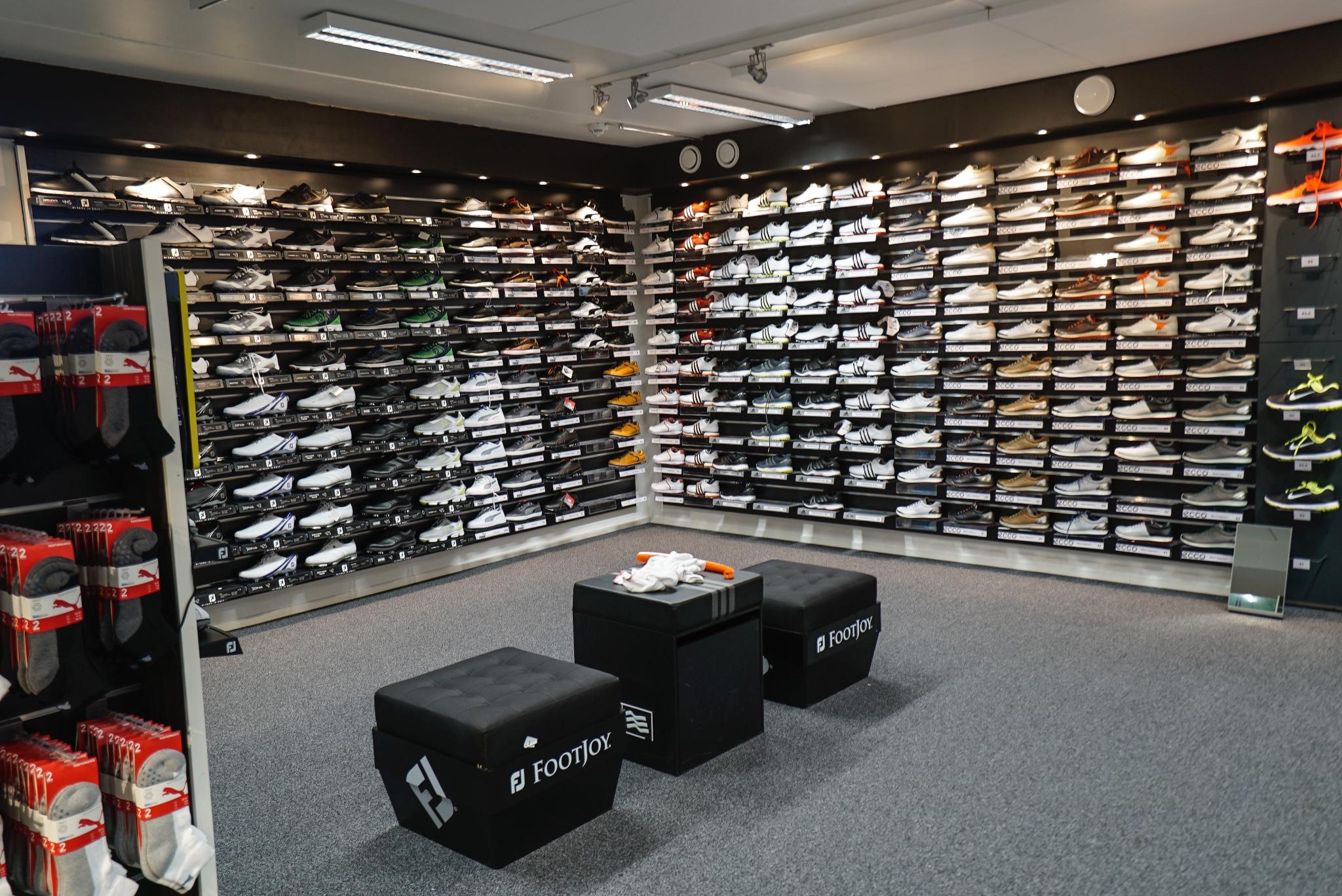 golfkenkiä TAGin myymälässä